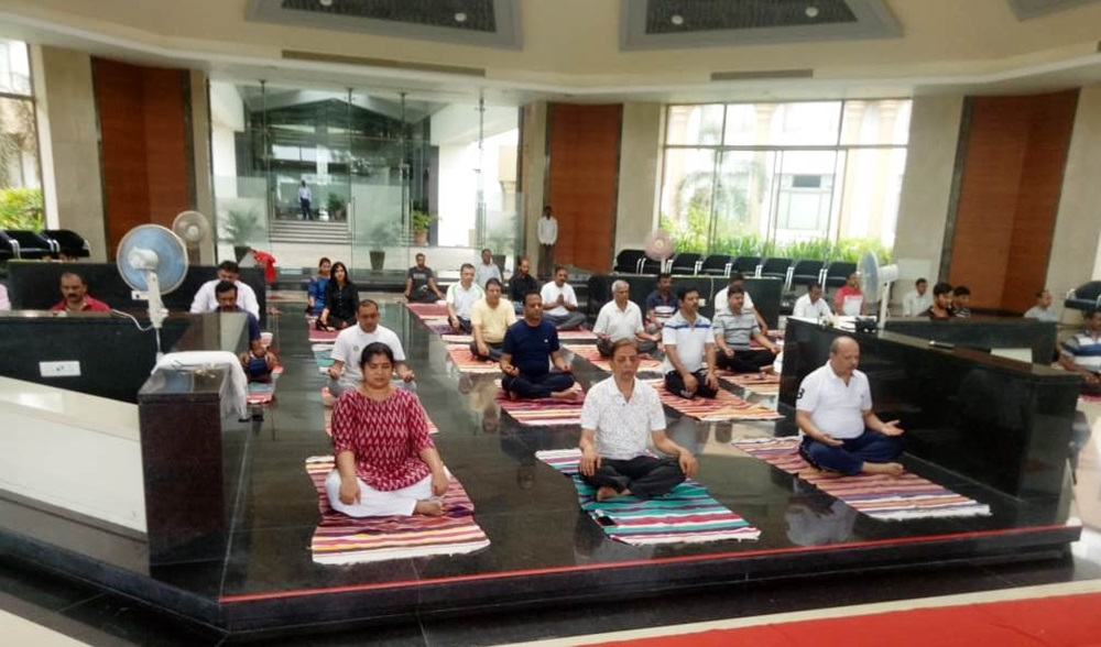 international yoga day pictures shirpur nmims 3
